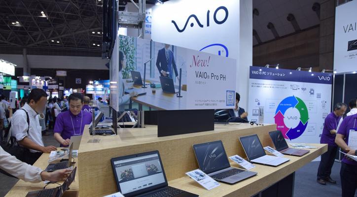 来場者は新製品のVAIO Pro PF、PG、PHに触れてその機能や使いやすさを確認した